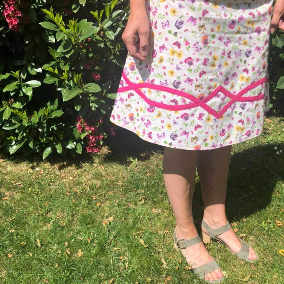 A-Linien Rock mit pinkem Schrägband