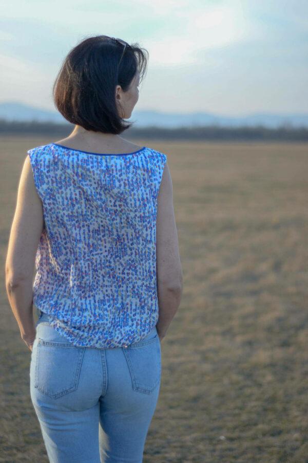 Rückenansicht ärmelloses Oberteil