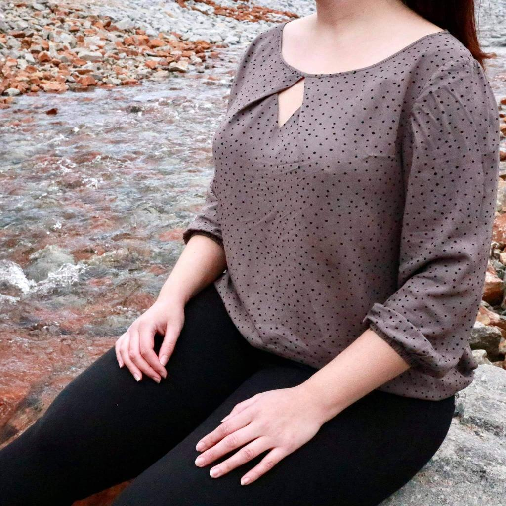 herzförmiger-ausschnitt-bluse